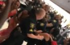 florida Pasajeros a la trompá con policías en aeropuerto de EEUU
