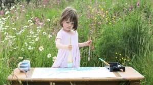 c2bea41b96664433272414c325b4b497 article 300x168 Venden cuadros de niña de 3 años por miles de dólares [Inglaterra]
