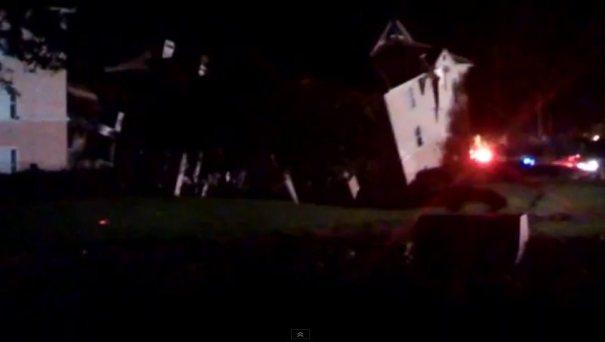 casa Video   Miren cuando la tierra se traga media casa en Florida