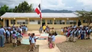 escuela publica en el cedro1 300x172 Escuelas públicas desde este mes darán clases el día entero [RD]
