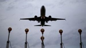 avion 300x169 Revisión extrema en vuelos a EEUU