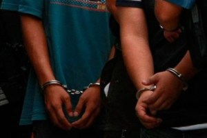 presos 300x200 Banda compraba vehículos con cheques falsos en RD