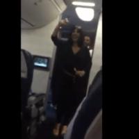 Video - Tipo se quilla con la jeva de Miguel Vargas en un avión