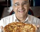 Sam Panopoulos 300x243 Muere el inventor de la pizza más polémica del mundo