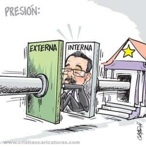 carica 300x301 Caricatura: Fuera y dentro