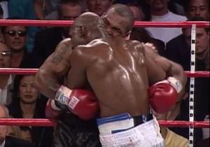 tyson holyfield 300x210 A 20 años de la mordía de Tyson a Holyfield