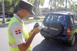 AMET 300x201 No podrás salir del país si no pagas las multas de tránsito