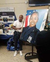 Floyd Mayweather 300x372 Floyd Mayweather homenajea policía dominicana asesinada en NY