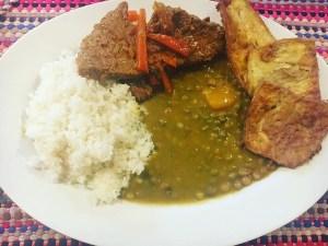 comida 4 300x225 Comida de las 12: Arroz con guandules, carne y berenjenas