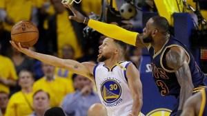 lebron 300x169 LeBron dice que Curry debería ganar pila´e cuarto