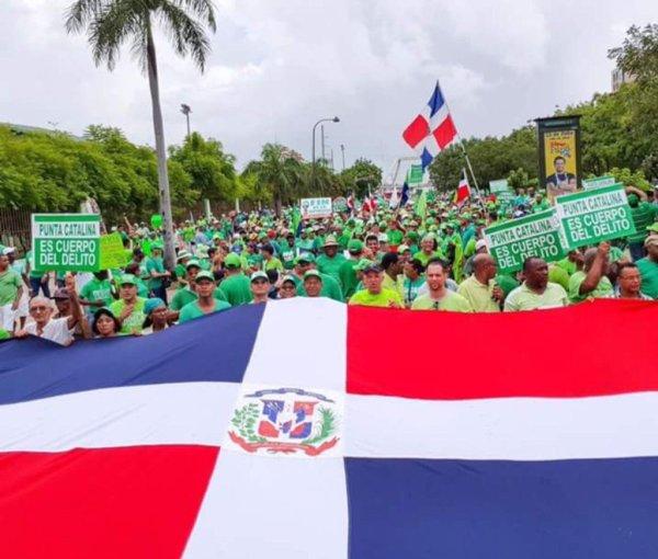 Marcha Verde 1 600x510 Marcha Verde exige investigar a senador de Monseñor Nouel