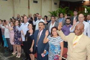 Nuevos dominicanos 300x199 Juramentan a 39 extranjeros como dominicanos