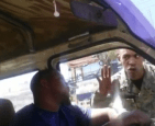 RD 7 300x244 Video   Militar le da un toma que lleva a chofer