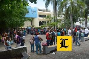 Dominicanos esperando el eclipse del siglo