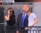 Trump 3 300x242 Trump sin gafas viendo el eclipse; se arma bochinche