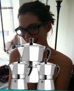 hacker 150x185 Hacker freco filtra fotos intimas de Anne Hathaway