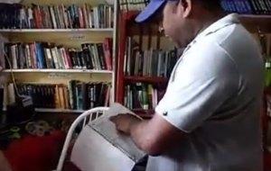 libro 300x190 Un pescador dominicano que presta sus libros