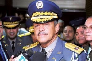 peguero paredes 1 300x199 Tituá! – 'Detutanan' al director de la Policía Nacional