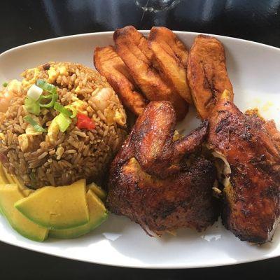 Foto chula por dominicantwist24 https 2F2Fwww.instagram.com2Fp2FBYWlr4nnJjW2F Chofan, pollo, tostones y aguacate