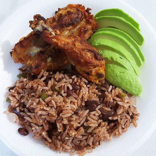 Foto chula por nere1023 https 2F2Fwww.instagram.com2Fp2FBXToW0 hT9V2F 600x600 Comida de las 12: Moro, aguacatico y pollo frito