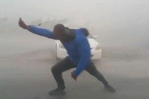 beato2 300x200 VIDEO   Tipo vs. huracán Irma