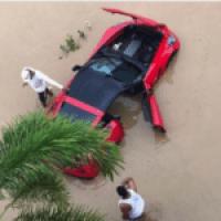 Carro inundado de Don Miguelo