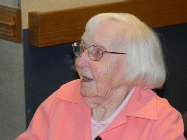 Lucy Treccasse 600x450 Doñita de 112 años comparte su secreto: nunca tome café...