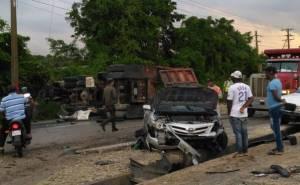 6 de Noviembre 300x185 Accidente feo en la 6 de Noviembre; 7 vehículos y dos patanas