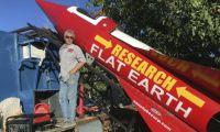 Mike Hughes 200x120 Jura que la Tierra es plana y se jondeará en un cohete para probarlo