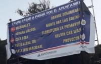 santiago let 200x127 Se ñampean valla de alcaldía con nombres de empresas mala paga