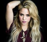 shakira 200x179 Shakira con hemorragia en las cuerdas vocales