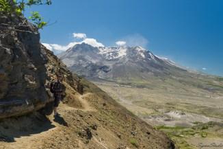 通往 Harry's Ridge 最险的一段莫过于此,山路凿开岩壁,边上就是陡峭的悬崖,恐高的同志怕是有点小小的困难。