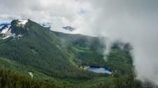 Bear Mountain, Coplay Lake 和云雾中的 Rainier