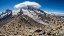 Mt. Rainier,感觉超级近,甚至沿着这个路向前走就能登顶了一样。