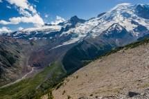 冰川削出来的山脊。一侧有树,一侧荒芜。很有意思。