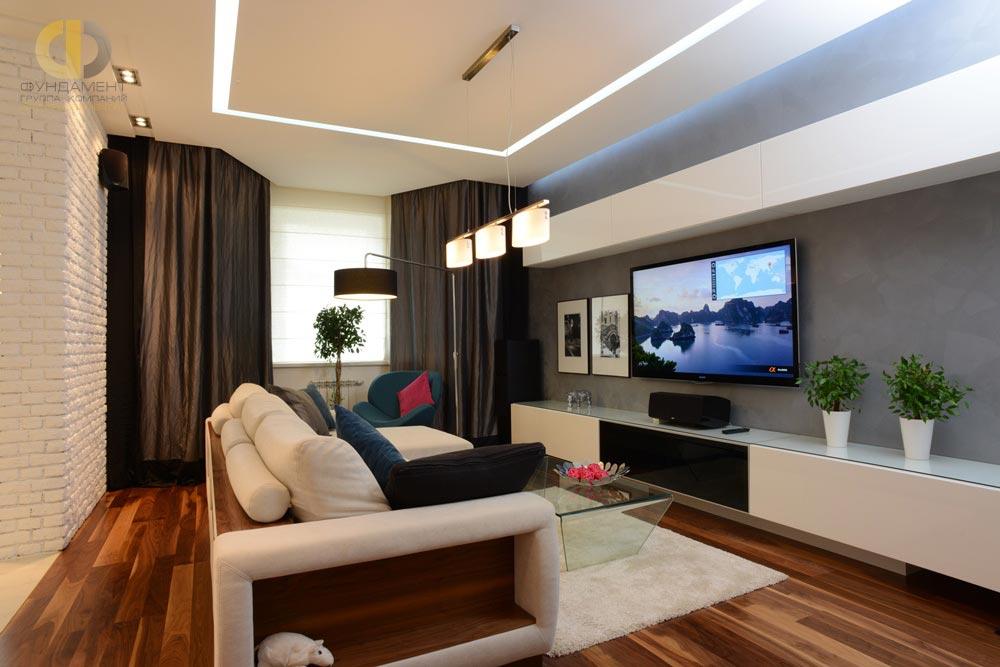 På billedet: Interiør i stuen i lejligheden efter reparation i stil med loftet