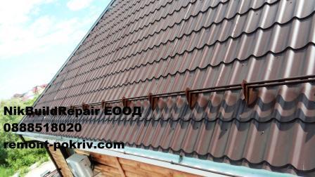 Стръмен и опасен покрив от метални керемиди