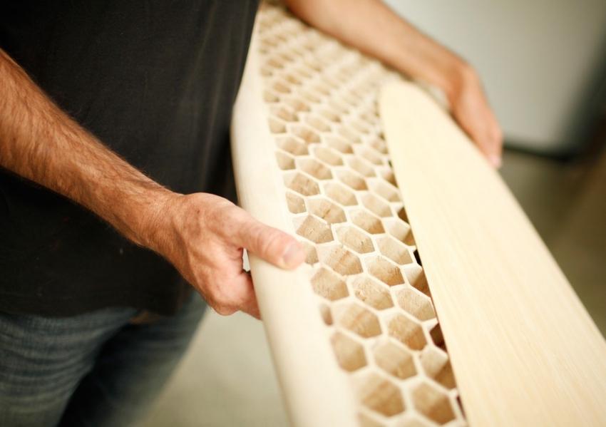 Қарапайым құралдардың көмегімен сіз тіпті қызықты ағаш бұйымдар жасай аласыз, өйткені бұл құралмен жұмыс істеу және практикамен жұмыс істеу қажет