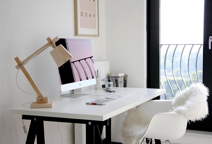 لامپ بر روی براکت انعطاف پذیر دشوارتر است که بتواند پول را بر روی مواد صرف کند.