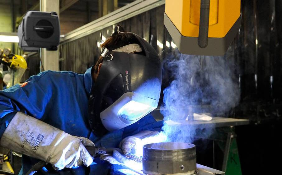 Use of an welding fume extraction arm