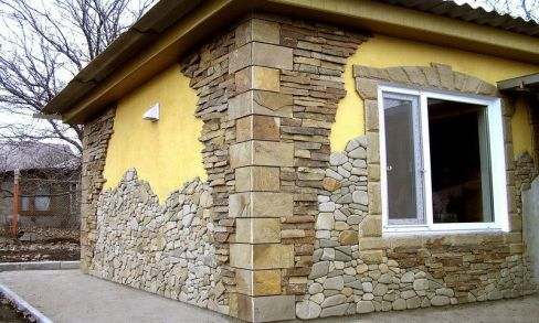 Facade decoration with synthetic resin-based stone