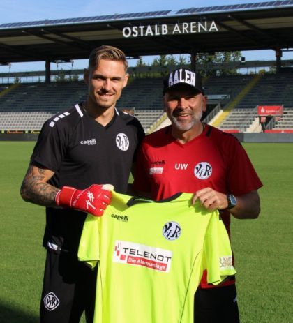Goalkeeper Tim Paterok dedicated »News and images