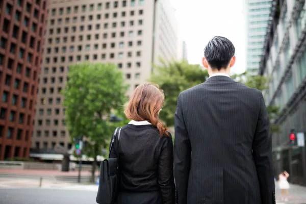 【体験談】ひと周り年下部下との社内不倫がやめられない!