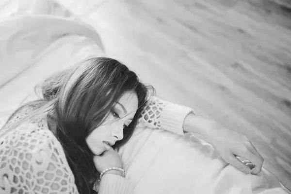 女性 悩み 不安 寝る