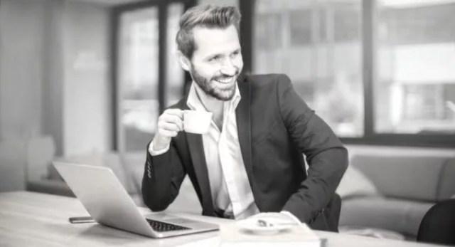 男性 ビジネスマン 笑顔