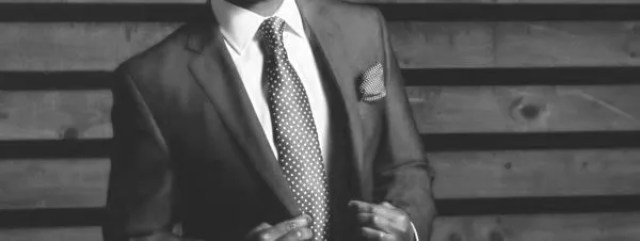 男性 ビジネスマン スーツ ネクタイ