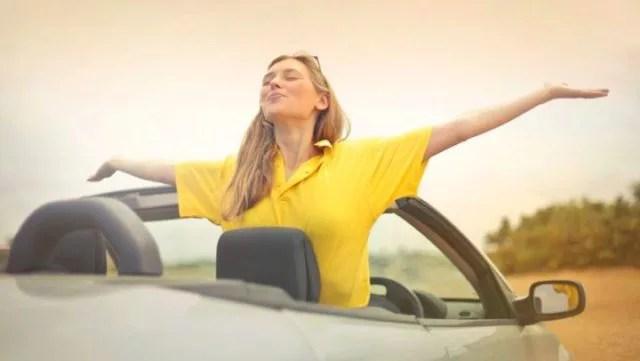 女性 スポーツカー 車 爽やか