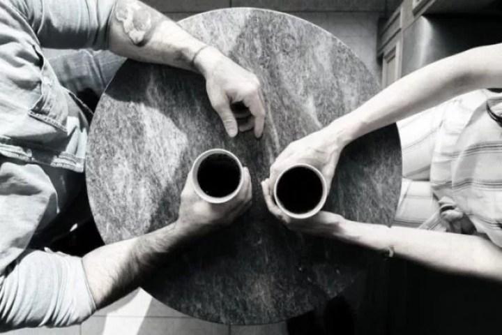 二人きりになった時の態度で男性の脈ありを判断する方法