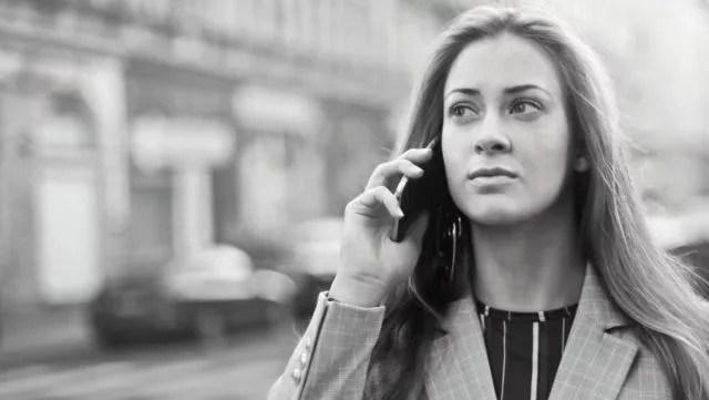 女性 ビジネス スマホ 電話