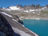 Blick von der Wildseeluggen zum Pizolgletscher und dem Gipfel, der Wildsee leuchtet wunderschön